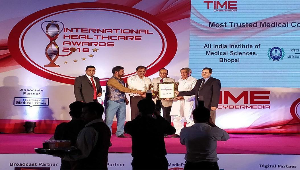 Dr. Singh receving Time Cybermedia Internaational Health Award, June 30, 2018